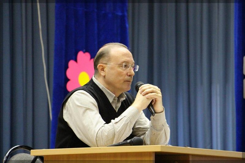 писатель Николаев Виктор