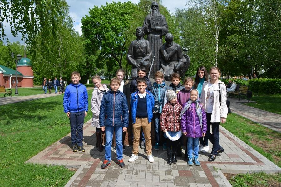 Дети в Сергиевой Лавре