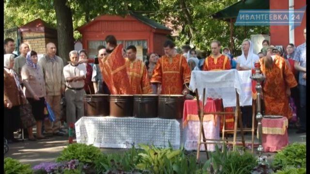 Молебен у Георгиевского храма в Новоселках