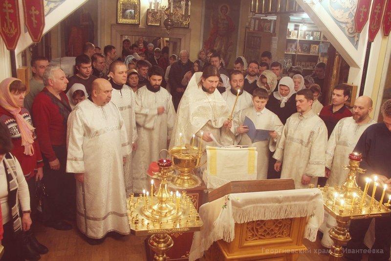 Служба в храме на Крещение Господне (фото)