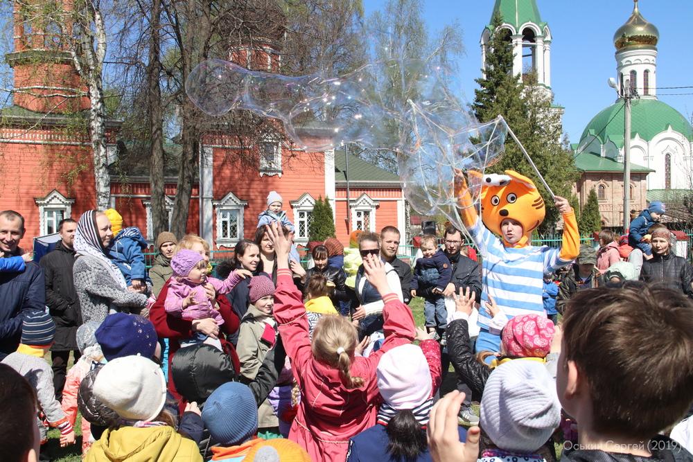 Пасхальный праздник возле Георгиевского храма