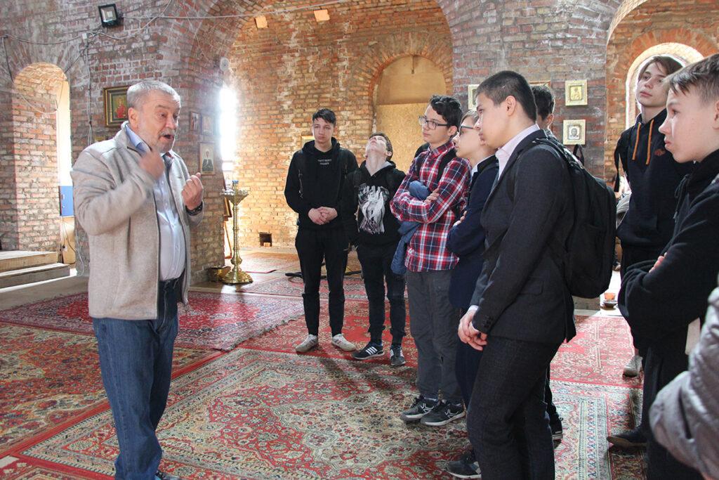 13 апреля в Георгиевском храме г. Ивантеевки состоялись две встречи настоятеля священника Алексия Барашкова с учащимися школы №4 и школы №2 г. Ивантеевки.