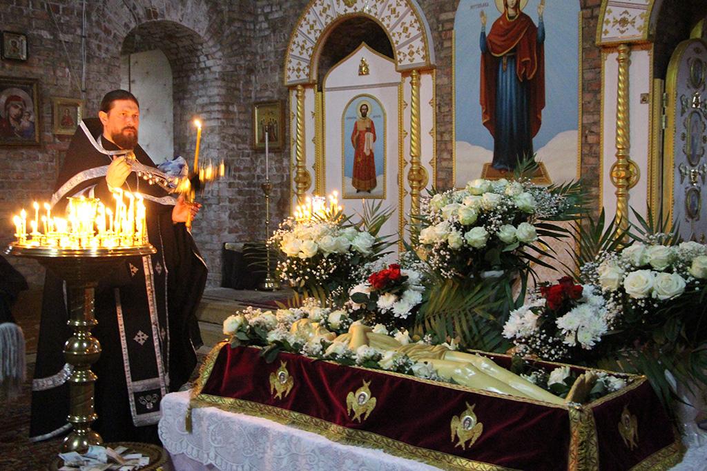 Утреня с чином погребения Святой Плащаницы.