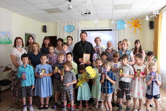 8 июля в Социально-реабилитационном центре для несовершеннолетних «Теремок» г. Ивантеевки прошел праздник, посвященный Дню семьи, любви и верности.
