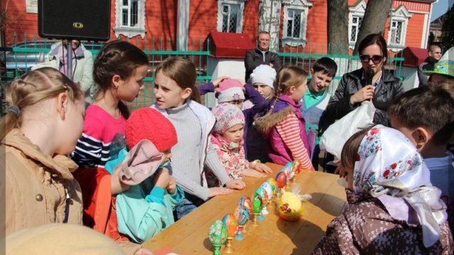 Дети на празднике Пасхи