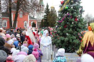 Рождественская ёлка и спектакль